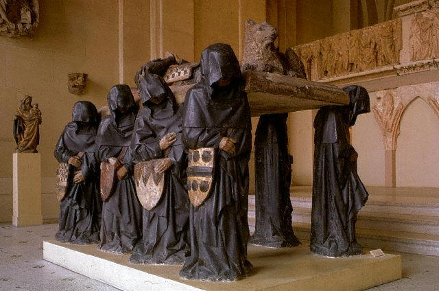 The tomb of Philip Pot at the Loeuvre, Paris comprises of sculptures of hooded pall bearers carrying a coffin